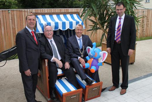 (von links) Landtagsabgeordneter Christoph Rabenstein, Regierungspräsident Wilhelm Wenning, Bürgermeister Stefan Göcking und Landtagsabgeordneter Martin Schöffel